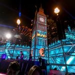 Palco formando uma réplica do Big Ben de 16 metros de altura, projetado por Luciano Carilli, da OX Arquitetura e Eventos.