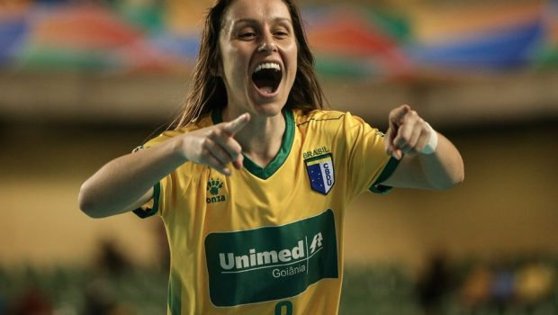 Brasileira é eleita melhor atleta universitária do mundo em 2016