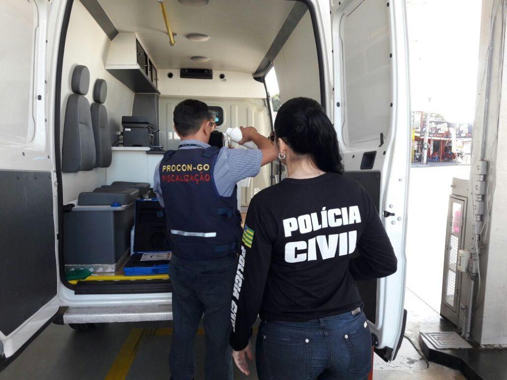 Procon Goiás e Decon fiscalizam posto de combustível na Vila Abajá, em Goiânia