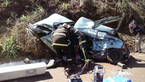 Acidente entre carro e caminhão deixa dois mortos na BR-462
