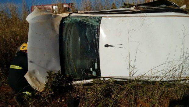 Mulher grávida morre em acidente entre carro e retroescavadeira na GO-430, próximo a Formosa