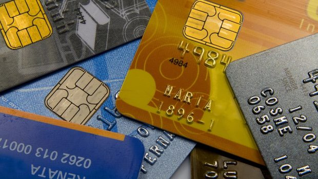 Juro do rotativo do cartão cai para quem paga a fatura em dia: 223,8% ao ano
