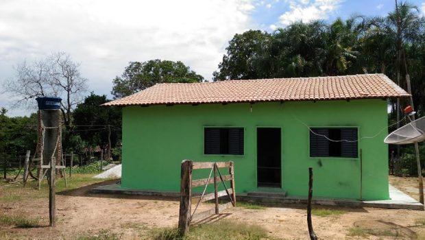 Famílias de Guarani de Goiás recebem 21 casas construídas com Cheque Mais Moradia