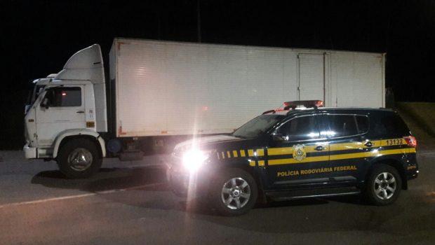Vítima de assalto, motorista pula de caminhão em movimento na BR-060, em Anápolis