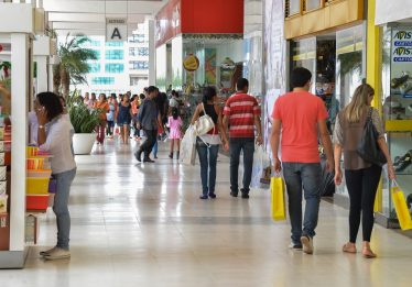 Dia dos Pais: variação nos preços de produtos pode chegar a 55% nos comércios de Goiânia
