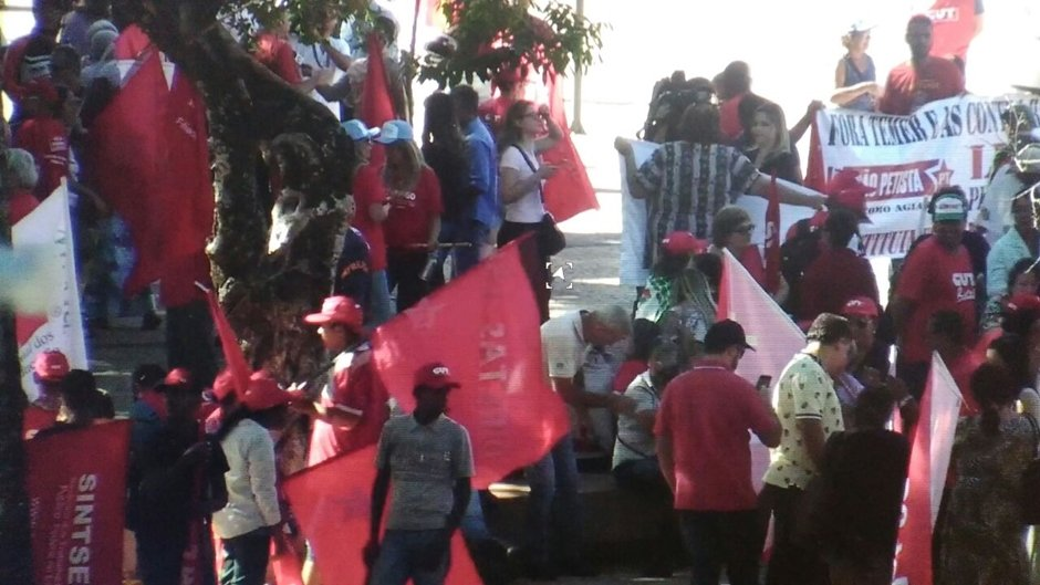No Centro de Goiânia, manifestantes pedem eleições diretas