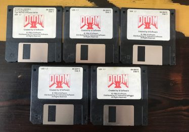 Criador de DOOM está leiloando disquetes autografados no eBay
