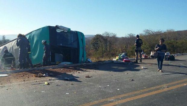 Acidente de ônibus no norte de Minas deixa 10 mortos e fere pelo menos 20