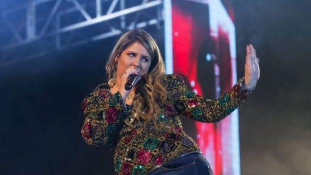 Fã atira celular em Marília Mendonça durante show