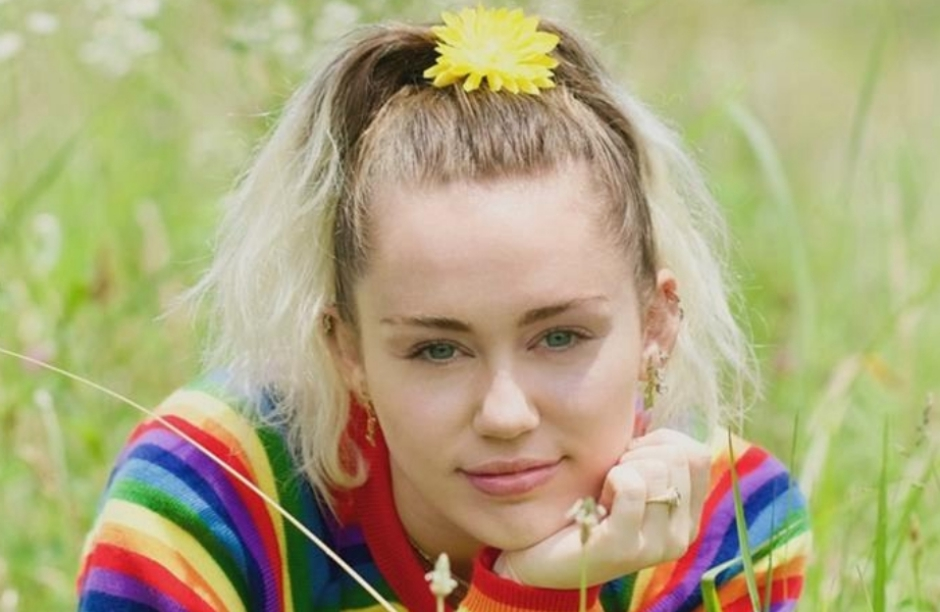 Miley Cyrus anuncia retorno à carreira musical com novo single