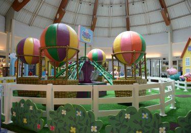 Carrossel de Balões da Peppa Pig é atração inédita no Goiânia Shopping