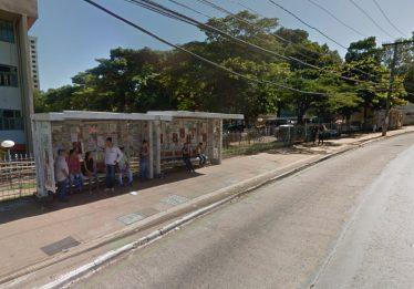 Jovem esfaqueada em ponto de ônibus em frente à UFG permanece em estado grave