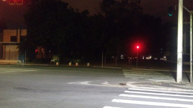 Parte da Praça Cívica está sem iluminação pública há mais de um mês