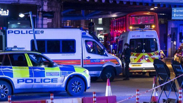 Van atropela pedestres na London Bridge e deixa sete mortos