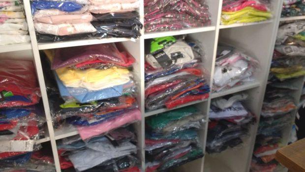 Operação da Decon apreende cerca de 1.500 peças de roupas falsificadas em Goiânia