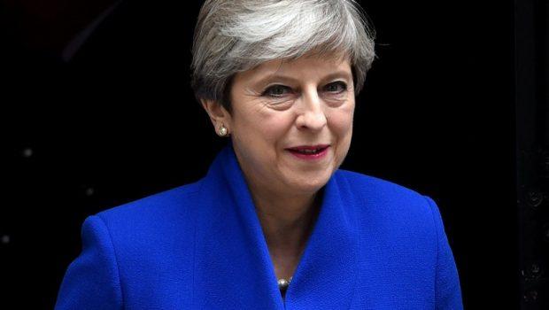 Theresa May tenta acordo com partido irlandês para governar o Reino Unido