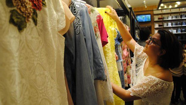 Roupas e calçados lideram compras por impulso, diz pesquisa