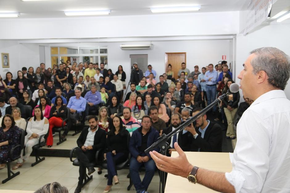 Dezenas de municípios recebem recursos e já iniciam obras do Goiás na Frente