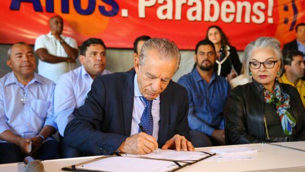 Iris Rezende abre mutirão e transfere sede do Executivo para Campinas