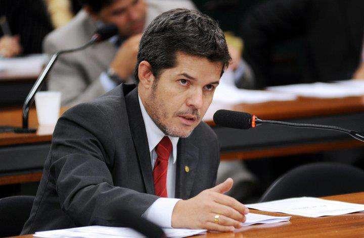 Após ser substituído na CCJ, delegado Waldir quer deixar o PR