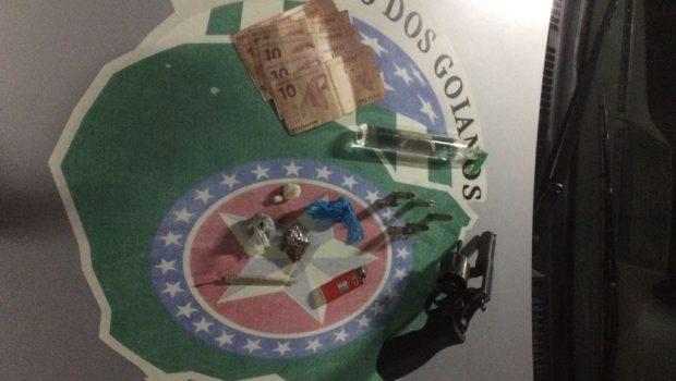 Usuário de drogas é preso portando arma de fogo no Setor Asa Branca, em Goiânia