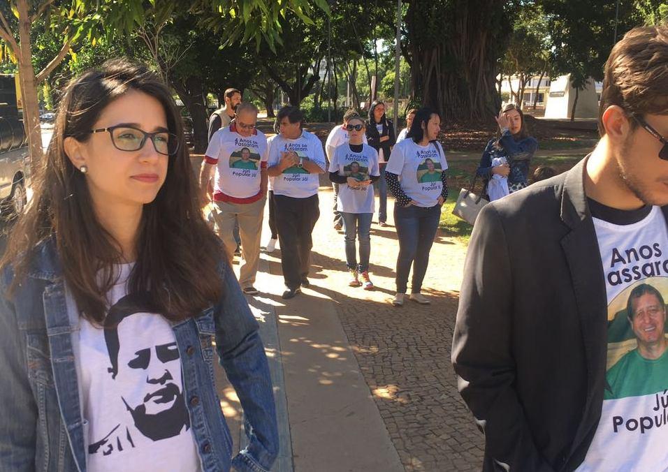 Familiares de Valério Luiz fazem caminhada pedindo celeridade em andamento de processo