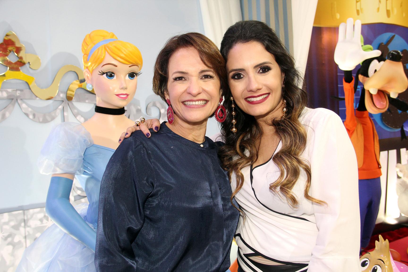 A executiva Marla Borges e a empresária Marcella Mattos no evento de inauguração da Forma Festa Kids.