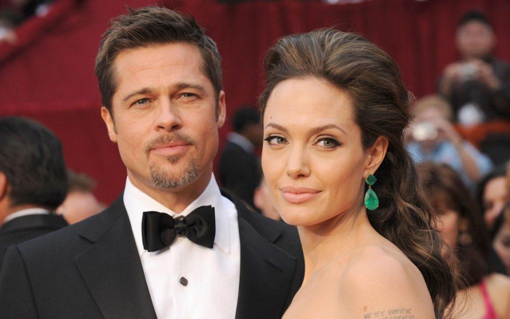 Jolie conta que chorava no banho para não preocupar filhos após divórcio