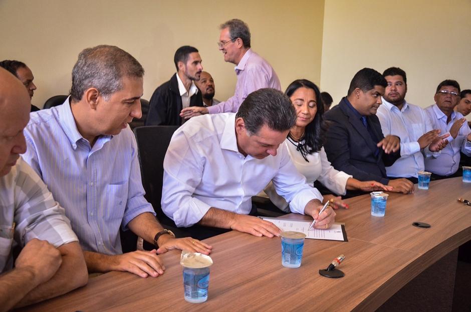Governador vistoria obras e autoriza investimentos de R$ 7,4 milhões em Novo Gama