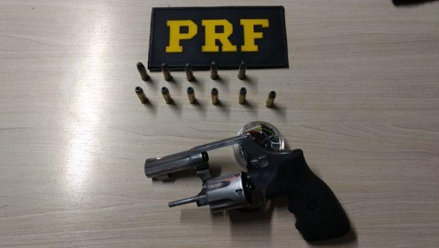 Em Catalão, PRF prende dois homens por porte ilegal de arma de fogo