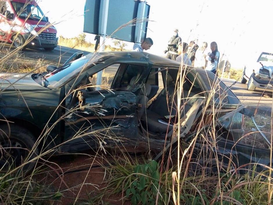 Duas pessoas ficam feridas em acidente na BR 020