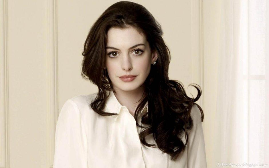 Anne Hathaway é confirmada como protagonista em filme da Barbie