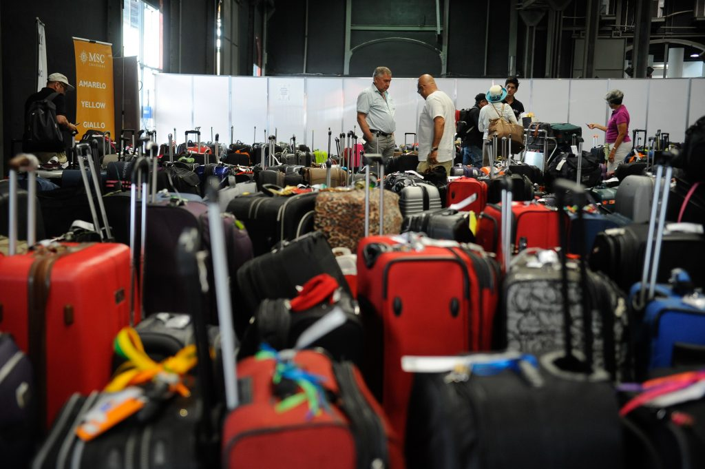 Blitz em aeroporto da Capital termina com 4 empresas autuadas