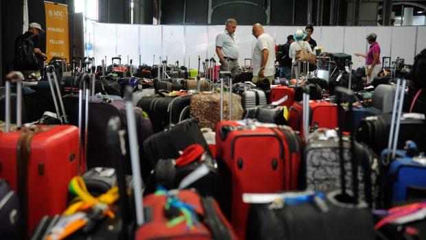 Entidades de defesa do consumidor fazem blitz sobre a cobrança do despacho de bagagens nos aeroportos