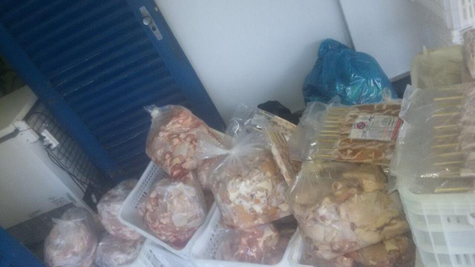 Procon Goiânia apreende 400 kg de carnes impróprias para o consumo em clube