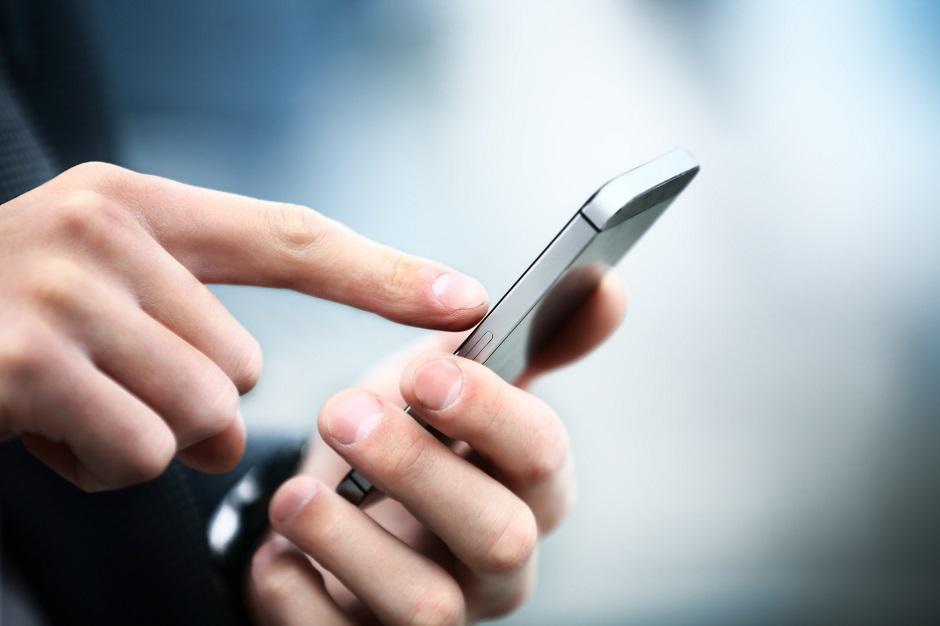 Consumidores chineses deixam dinheiro de lado e pagam compras pelo celular