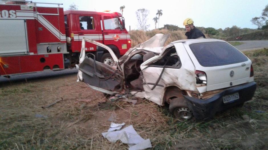 Três pessoas ficam feridas em acidente na GO-417
