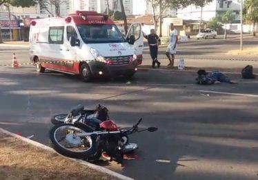 Mulher morre emcolisão entre carro e moto no Setor Bueno, em Goiânia