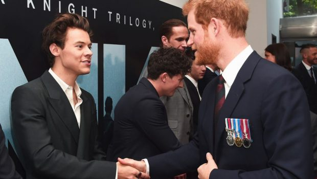 Príncipe Harry e Harry Styles se encontram em estreia de filme