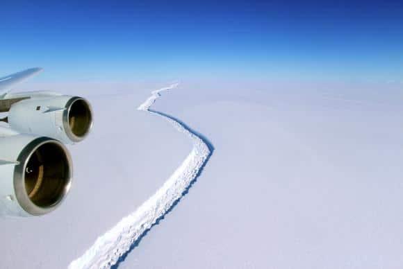 Iceberg de 5,8 mil quilômetros quadrados se desprende da Antártida