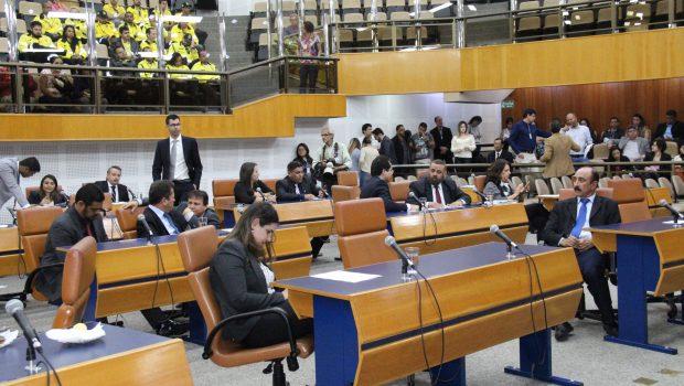 Vereadores de Goiânia derrubam veto e reajustam o próprio salário