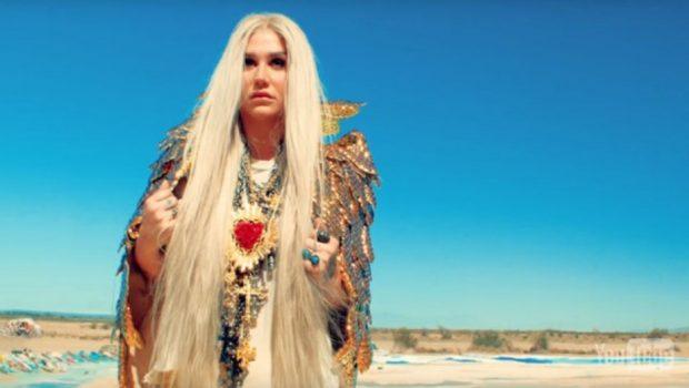'Praying': Kesha reza e emociona com a voz em novo clipe