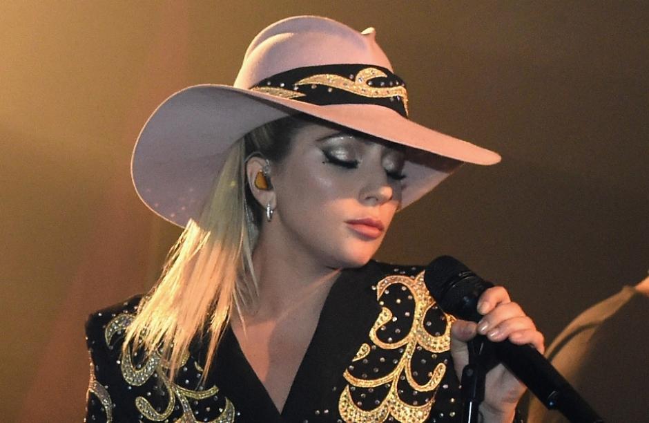 Banda brasileira faz versão de Lady Gaga e 'Million Reasons' vira 'Mexeu Comigo'