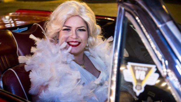 Marília Mendonça comemora 22 anos em clima de Hollywood