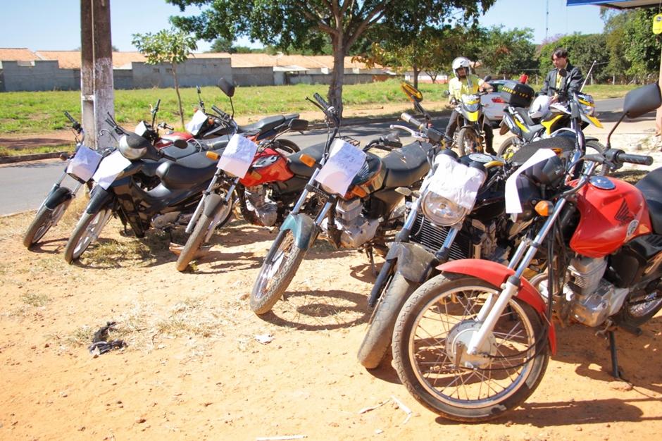 Motos são apreendidas ao serem comercializadas com placas adulteradas