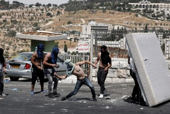 Conflitos deixam três palestinos mortos e cerca de 400 feridos em Israel