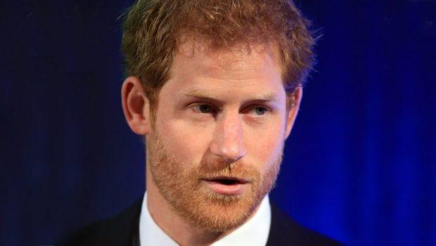 Príncipe Harry diz que jovens passam muito tempo mexendo no celular