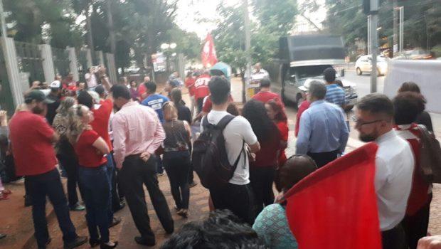 Em Goiânia, grupo realiza ato em defesa do ex-presidente Lula