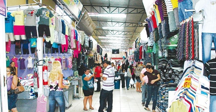 Consumidores movimentam a região da Rua 44 durante as férias