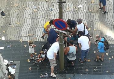 Atropelamento deixa mortos em Barcelona; polícia suspeita de terrorismo